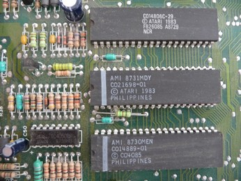 'Star' Arabic Atari 65XE CO14806, 6502 CPU chip, CO21698, ANTIC chip, CO14889, GTIA chip